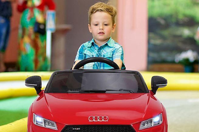 Cómo benefician los coches eléctricos para niños a su desarrollo