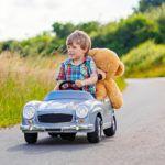 Cómo diferenciar coches eléctricos infantiles con dos plazas