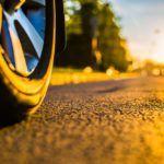¿Qué tipos de ruedas pueden tener los coches eléctricos infantiles?