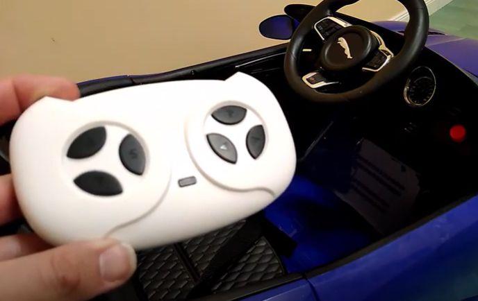 Sincronización de los mandos teledirigidos para coches eléctricos para niños