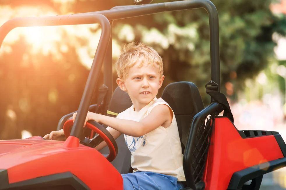 No te pierdas los mejores coches para niños deportivos